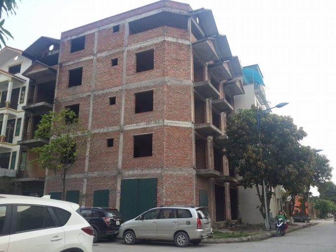 Hầu hết những công trình ở khu thấp tầng đều xây dựng 4,5 tầng trở lên.