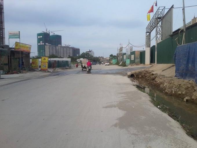 Khu vực đường vào cơ sở Trạm trộn bê tông Việt Tiệp.