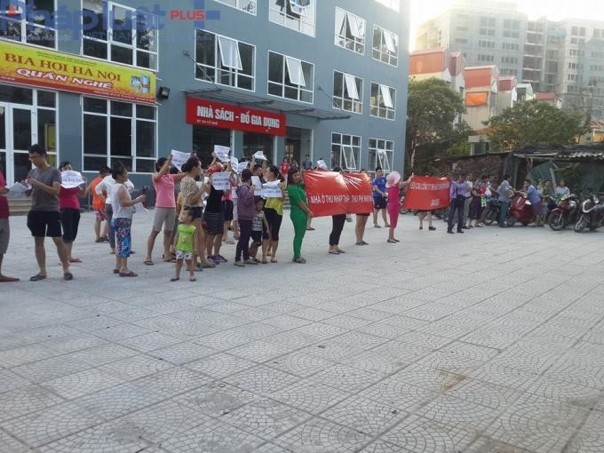 Hàng trăm hộ dân tổ chức phản đối chủ đầu tư chung cư An Bình vào ngày 1/6 vừa qua.
