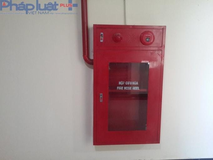 Theo ghi nhận của Phapluatplus.vn, hộp cứu hỏa ở tất cả các tầng đều để trống.