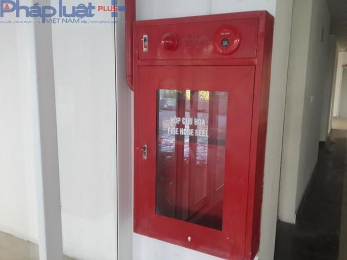 Hệ thống PCCC tại chung cư An Bình chưa hoàn thiện, hộp cứu hỏa vẫn để trống.