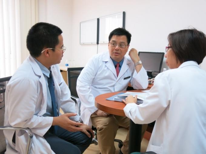 Các bác sỹ có cơ hội làm việc thường xuyên với các chuyên gia hàng đầu thế giới để học hỏi, nâng cao tay nghề ngay tại Vinmec thông qua các chương trình hợp tác quốc tế của bệnh viện.