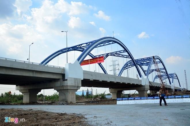 Cienco 1 với tư cách nhà thầu chính thức thực hiện 100% công việc cầu Rạch Chiếc, thành phố HCM (Gói thầu xây dựng cầu Bến Tượng (gói thầu XL-01A) dạng cầu vòm tương tự như cầu Rạch Chiếc). Ảnh: Lê Quân.