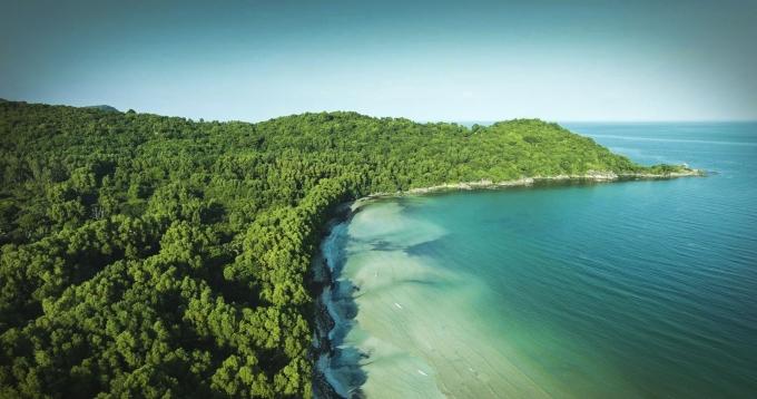 Người ta ví Bãi Khem là một thiên đường hoang sơ.