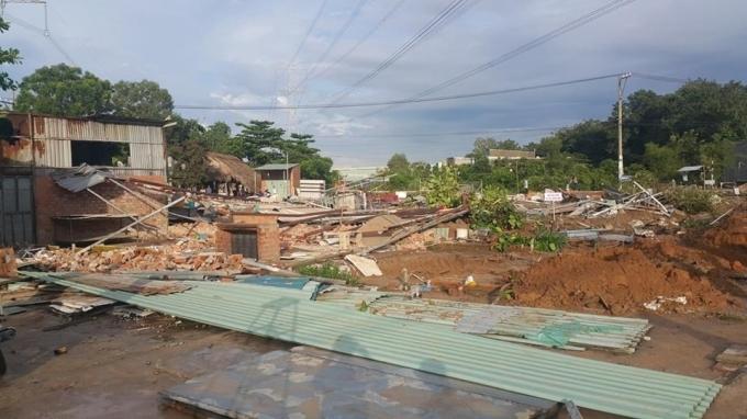 Khu chợ trên đất ông Oanh bị phá tan hoang.