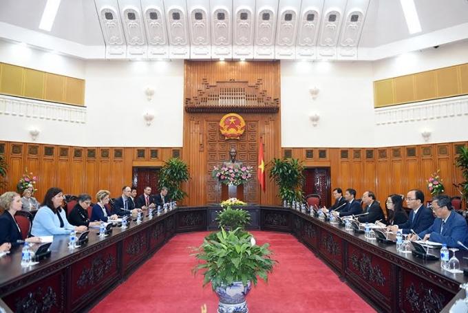 Thủ tướng Nguyễn Xuân Phúc nêu rõ, Việt Nam luôn coi trọng và củng cố hợp tác nhiều mặt với Thụy Sĩ.