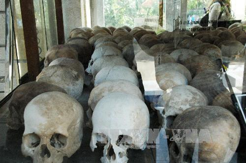 Hộp sọ các nạn nhân được lưu giữ tại Tháp tưởng niệm nạn nhân Khmer Đỏ tại Choeung Ek. Ảnh: Xuân Khu/TTXVN.