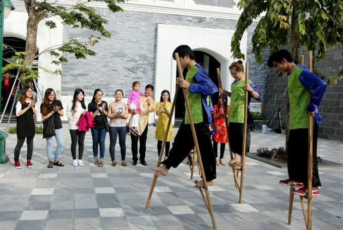 """Tái hiện không khí Tết xưa """"đúng điệu"""" trong không gian văn hóa đậm chất Châu Á ở Asia Park, """"Phiên chợ ngày xuân"""" ."""