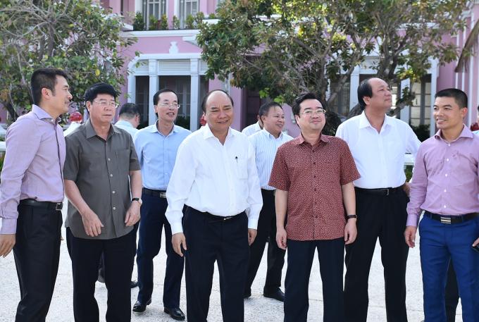 Thủ tướng khẳng định Chính phủ sẽ giữ ổn định kinh tế vĩ mô, tạo môi trường đầu tư thuận lợi nhất cho các nhà đầu tư.