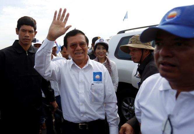 Chủ tịch Kem Sokha của đảng CNRP trong ngày vận động 20-5 - Ảnh: Reuters