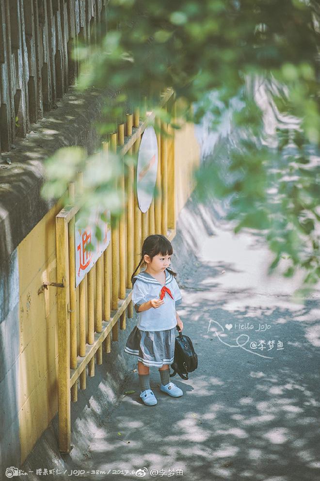 JoJo tinh nghịch trong bộ ảnh mới nhất được chia sẻ trên Weibo cá nhân.