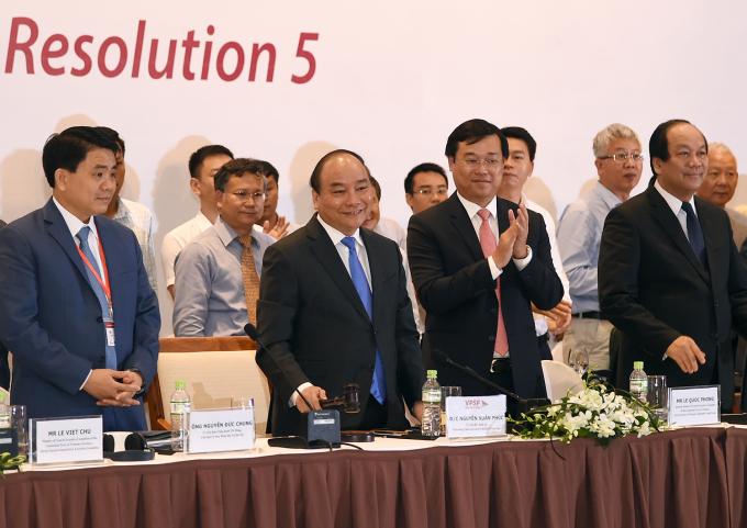 Thủ tướng gõ búa thể hiện sự đoàn kết thống nhất của diễn đàn.