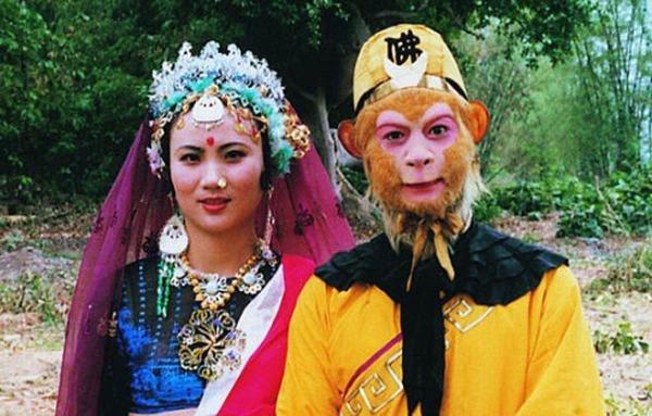 Tôn Ngộ Không chụp ảnh cùng Hoàng hậu Thiên Trúc, và sau này họ trở thành bạn đời của nhau. Ảnh: internet.