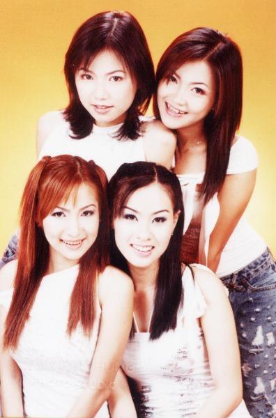 Nhóm Mắt Ngọc với 4 cô gái xinh xắn, làm nao lòng các fan hâm mộ một thời. Ảnh: internet.