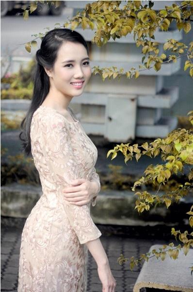 Cô được mọi người biết đến khi tham gia cuộc thi Hoa hậu Việt Nam năm 2012, sau khi kết hôn, cô cũng ít xuất hiện trong showbiz. Ảnh: internet.