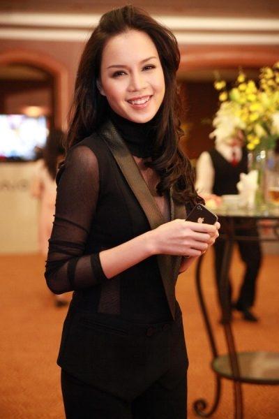 Ngọc Oanh nổi là MC, diễn viên nổi tiếng sau khi đăng quang ngôi vị Á hậu Việt Nam năm 2000. Ảnh: internet.