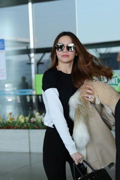 Hồ Ngọc Hà tại sân bay ngày hôm qua để đến Thượng Hải. Ảnh: internet.