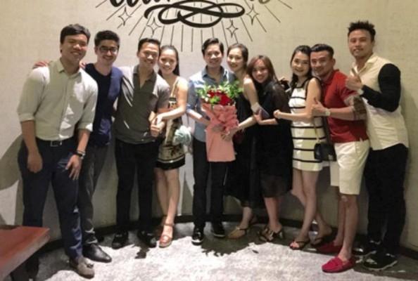 Hoa hậu Thu Thảo bên người yêu và bạn bè thân thiết của mình trong sinh nhật lần thứ 25, được tổ chức tại Nha Trang. Ảnh: internet.