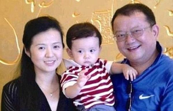 Nghệ sỹ Vương Cương bên tổ ấm hạnh phúc hiện tại của mình. Ảnh: internet.