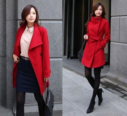 Chiếc áo khoác màu đỏ kết hợp với phụ kiện tông màu tối cũng là một gợi ý không thể bỏ qua trong dịp tết này. Ảnh: internet.