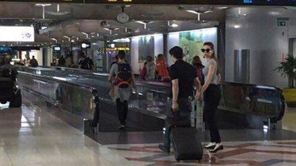 Cặp đôi này còn bị bắt gặp nhiều lần tại sân bay. Ảnh: internet.