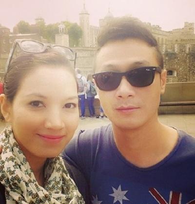 Vợ của MC Anh Tuấn chính là người đẹp mang trong mình 2 dòng máu Pháp-Việt, Lý Hồng Nhung. Cô sinh năm 1988, từng theo học tại trường ĐH Sân khấu điện ảnh,và đã lọt vào trung kết cuộc thi hoa hậu 2008.