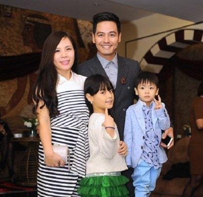 Theo tìm hiểu, vợ MC Phan Anh là Dương Tuấn Ngọc,sinh năm 1981 và hiện đang làm trong lĩnh vực ngân hàng.