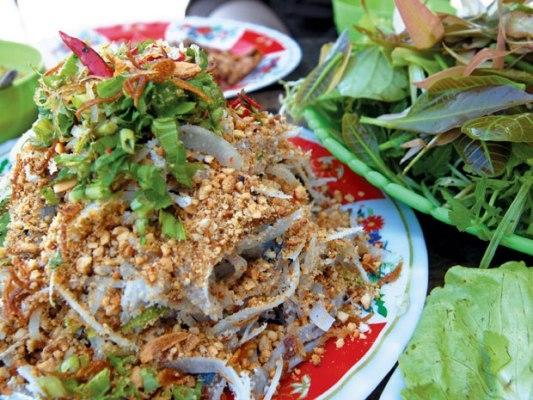 Gỏi cá Trích là một trong những món đặc sản ở Phú Quốc được mọi người yêu thích.