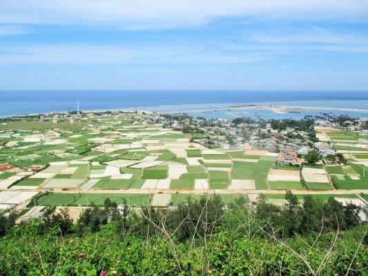 Cảnh Lý Sơn đẹp mê hồn khi nhìn từ trên ngọn núi Thới Lới.