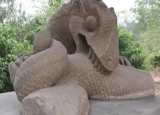 Pho tượng rồng kì lạ trong tư thế