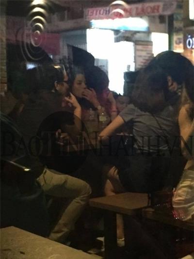 Bức ảnh Kỳ Duyên say xỉn trong một quán bả đã được ghi lại. Ảnh: Baotinnhanh.vn.