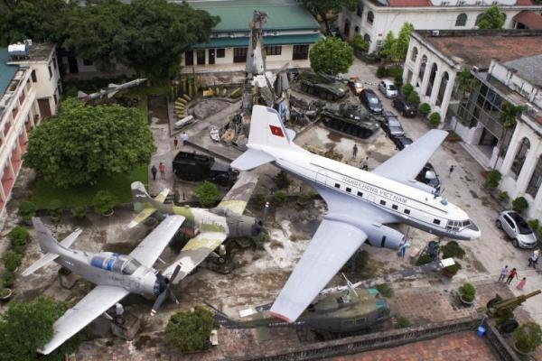 Bảo tàng lịch sử Quân sự Việt Nam.