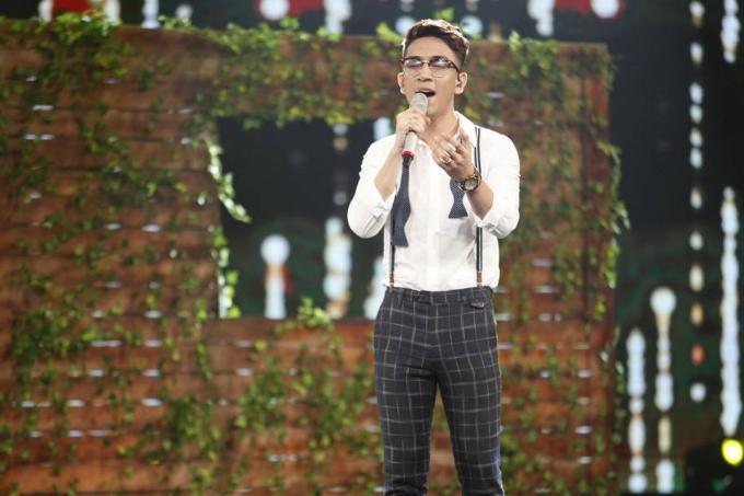 Hot boy Tùng Dương sâu lắng khi thể hiện ca khúc