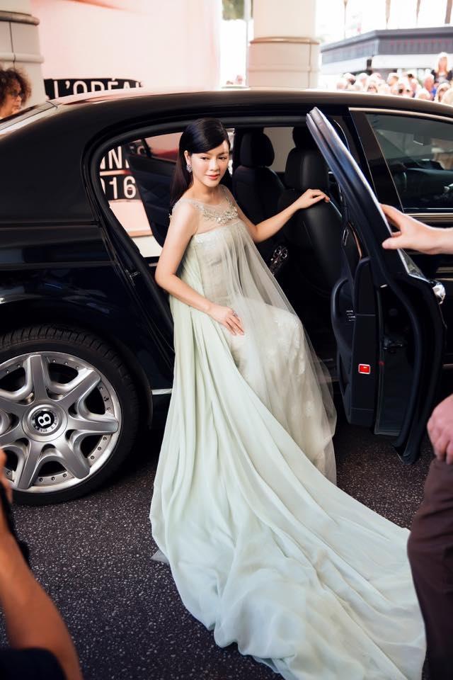 Lý Nhã Kỳ nổi tiếng giàu có và xinh đẹp nhưng chuyện tình cảm của cô rất ít khi được nhắc đến.