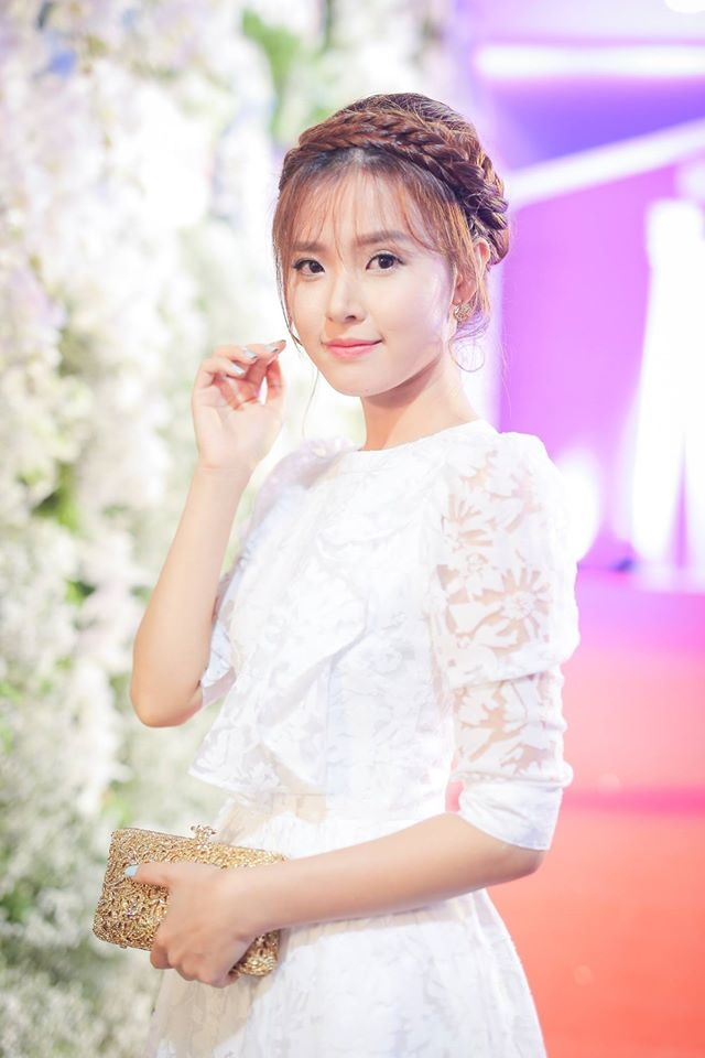 Midu xinh đẹp trong đêm chung kết Hoa hậu Việt Nam mới đây.