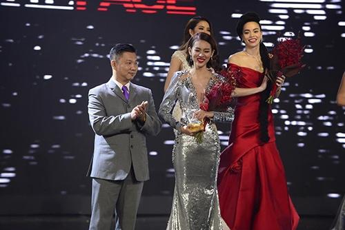 Phí Phương Anh đạt giải quán quân của chương trình The Face mùa đầu tiên.