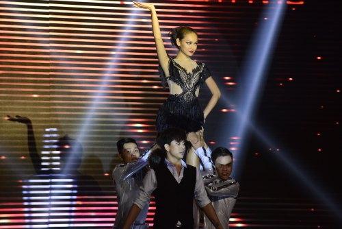 Quỳnh Mai thể hiện xuất sắc màn khiêu vũ của mình.