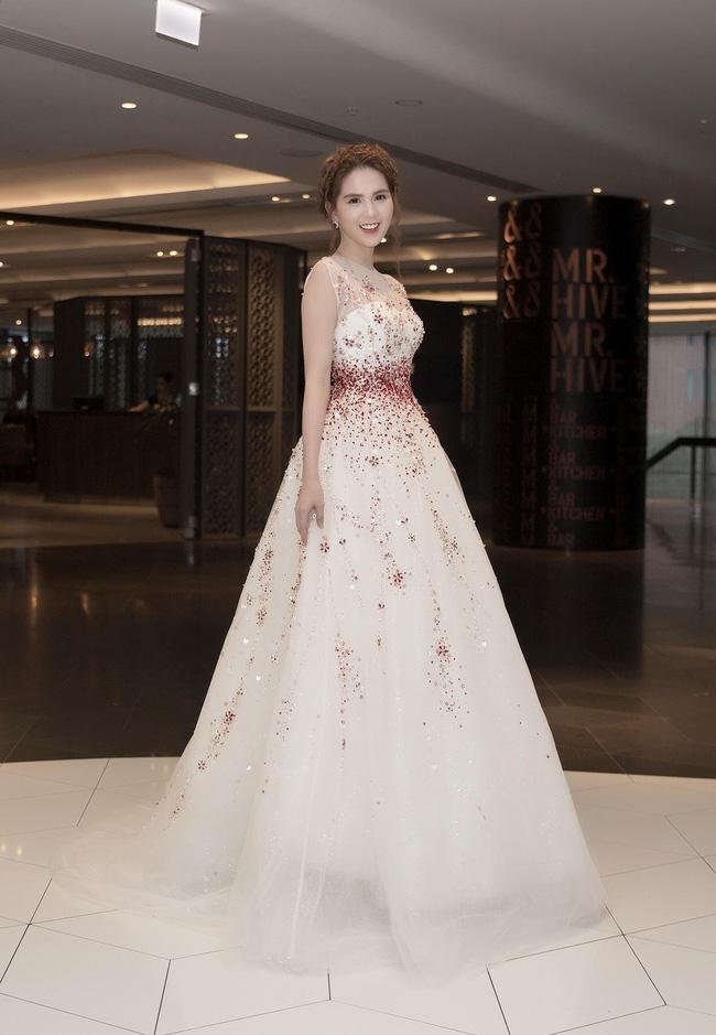 Ngọc Trinh gây bão với chiếc váy công chúa tại