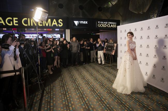 Ngọc Trinh thu hút sự chú ý của giới truyền thông tại buổi khai mạc tại Úc.