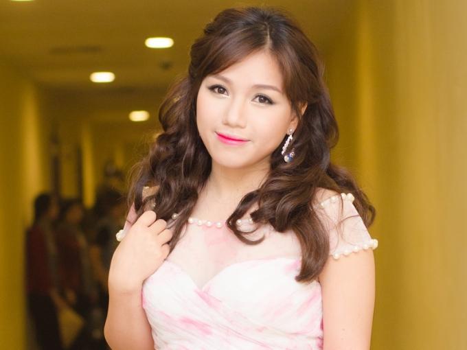 """Hành trình """"vịt hóa thiên nga"""" đầy ngoạn mục của ca sỹ Thùy Chi"""