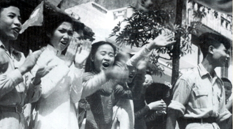 Những hình ảnh hiếm hoi trong ngày giải phóng Thủ đô 62 năm về trước