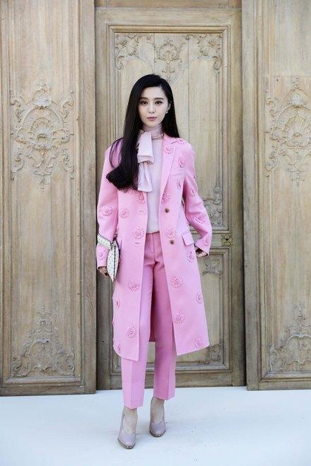 """Phạm Băng Băng xuất hiện """"mảnh mai"""", xinh đẹp tại tuần lễ thời trang Paris"""