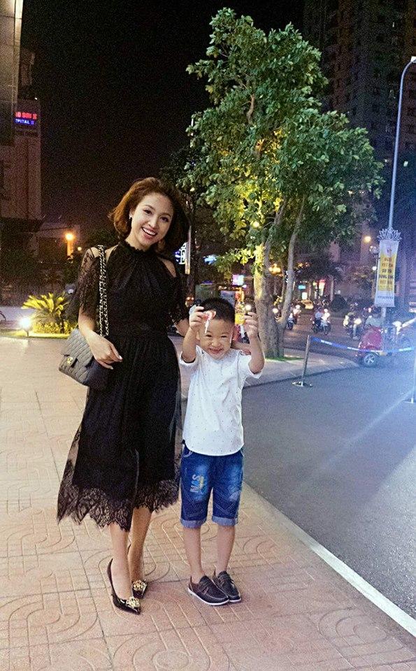 Hiện tại Vân Hugo đang sống cùng cậu con trai 7 tuổi của mình.
