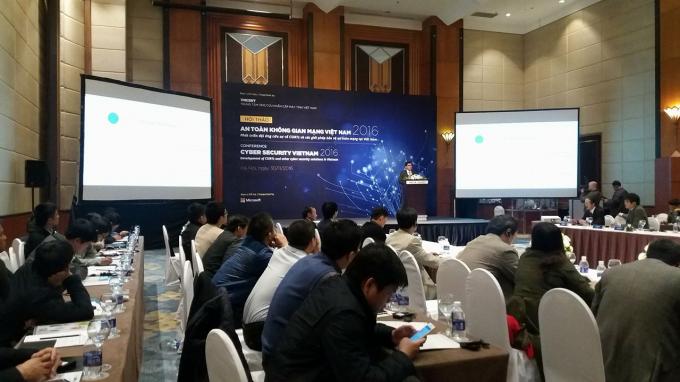 Ông Michael Montoya, Cố vấn An ninh trưởng, Microsoft châu Á phát biểu tại Hội thảo (ảnh Lương Liễu).