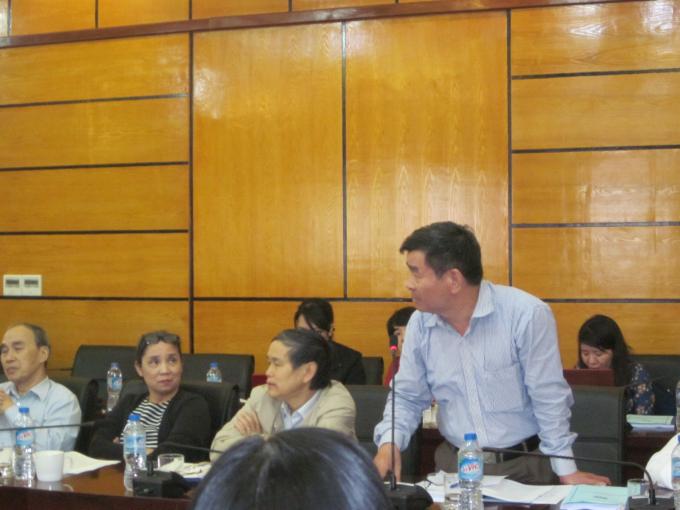Tiến sĩ Luật Chương Văn Dũng phát biểu tại Hội thảo (Ảnh Lương Liễu).