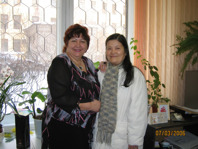 TS Đào Hồng Thu cùng với những người bạn Nga (Ảnh do nhân vật cung cấp).