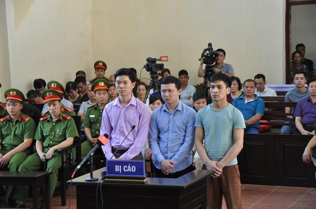 Các bị cáo tại tòa. (Ảnh: báo Dân trí)