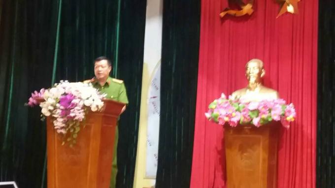 Thượng tá Bùi Văn Tiến, Phó trưởng Công an quận Thanh Xuân phát biểu tại lễ ra quân.