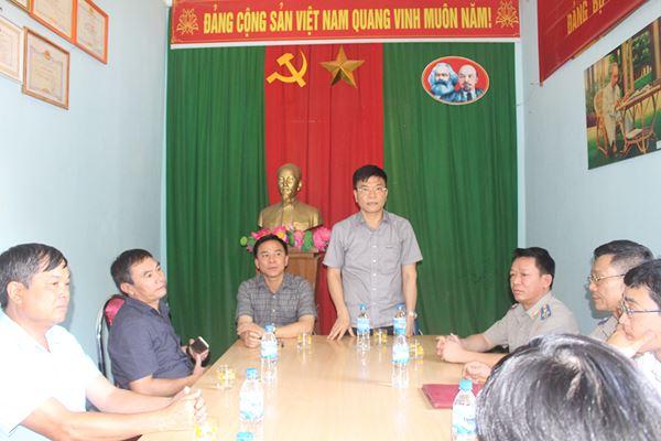 Bộ trưởng thăm, làm việc tại Chi cục Thi hành án dân sự huyện Mường Lát.