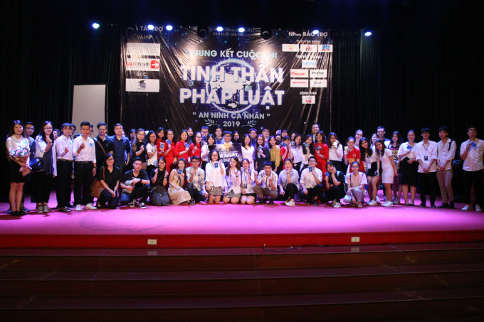 Các thí sinh tham dự cuộc thi.